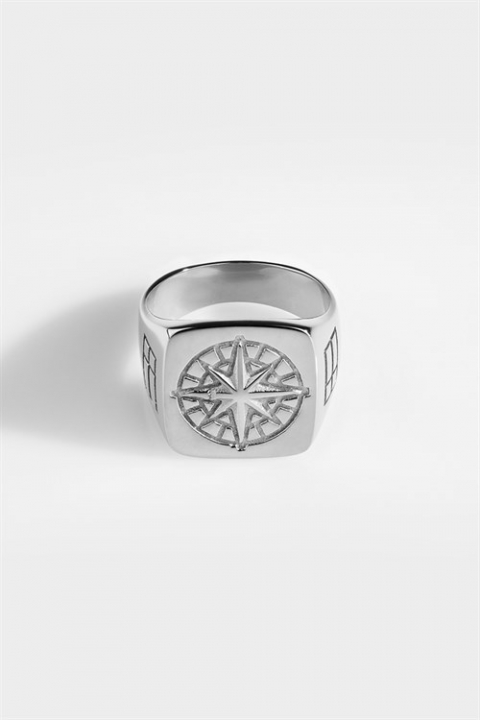 Northern Legacy Oversize Compass Ring Silver