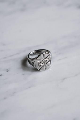 Web of Wyrd Signature Ring Silvertonet.