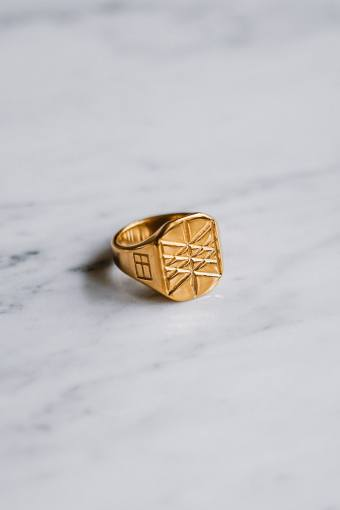 Web of Wyrd Signature Ring Gouden toon.